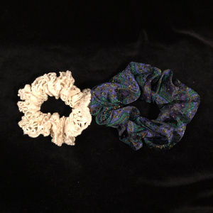 🆓 Set of 2 hair scrunchies - free with purchase